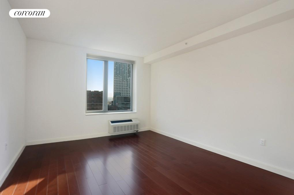 81 Fleet Place, 16G, Living Room