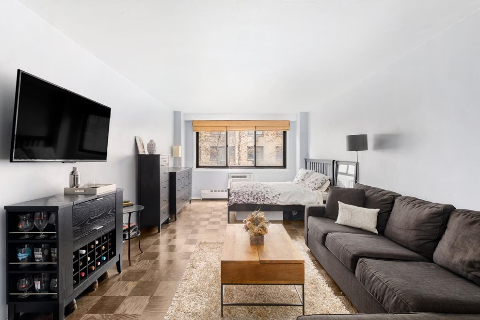 New York City Real Estate | View West 16th Street | room 1