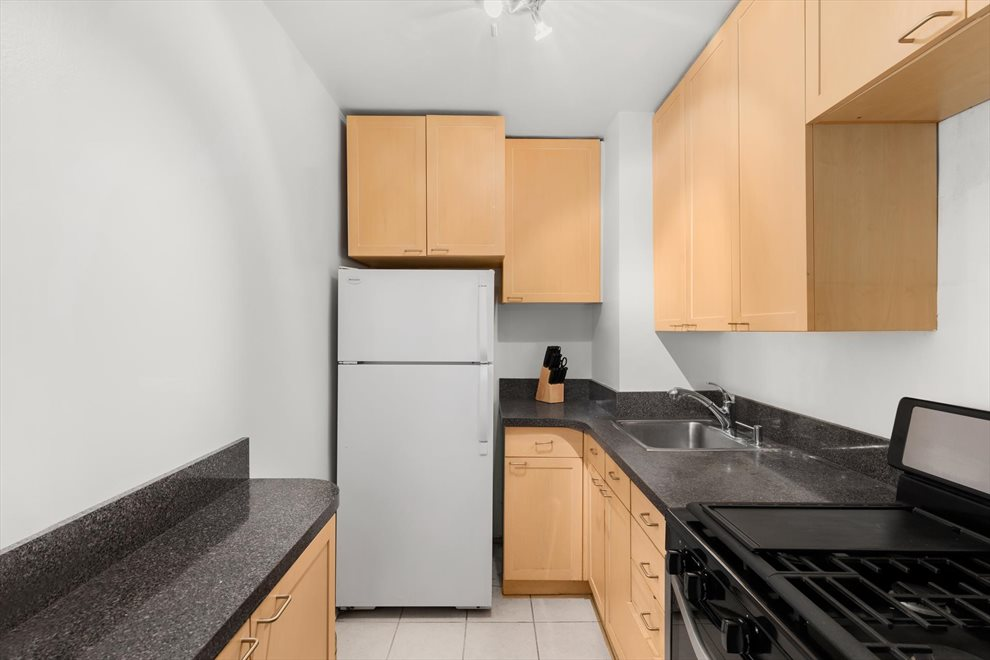 New York City Real Estate | View West 16th Street | room 4