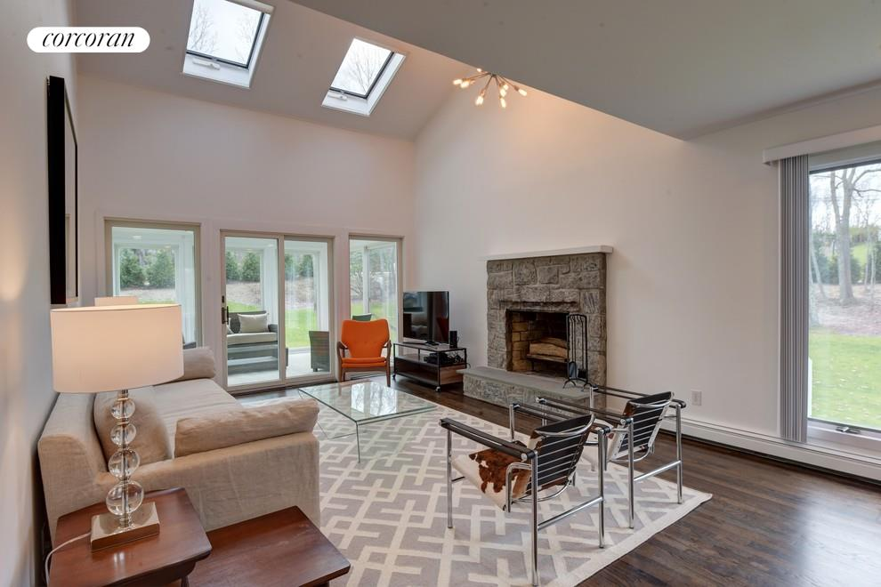 9 Harbor Watch Ct, Vaulted Living Rooms Ceilings