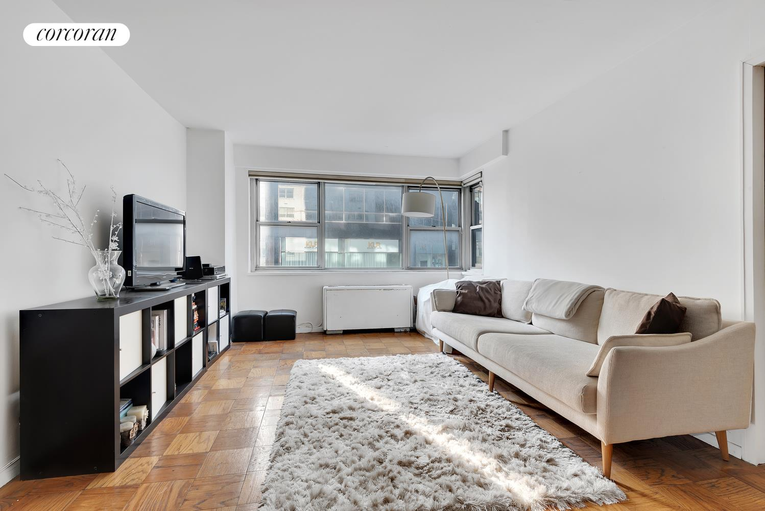 211 East 53rd Street, 4J, Living Room