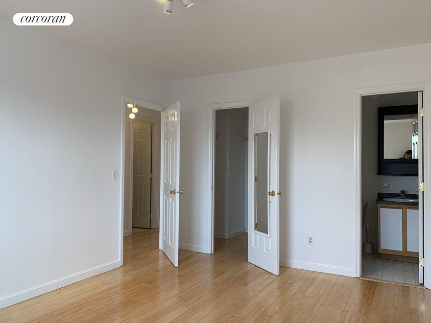 Master Bedroom en suite with Massive Closet