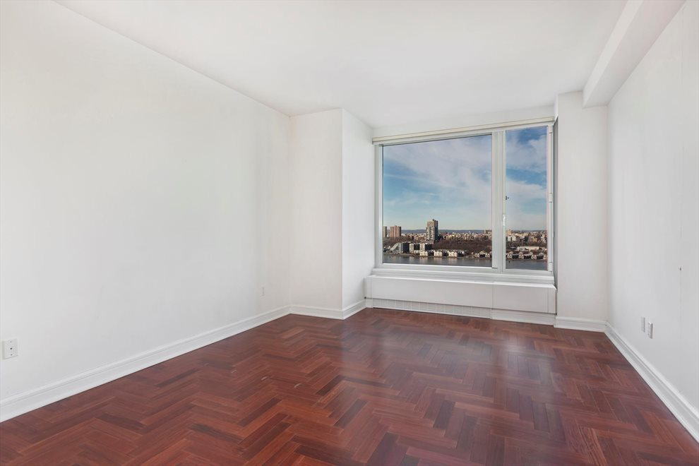 New York City Real Estate | View Riverside Boulevard | room 12