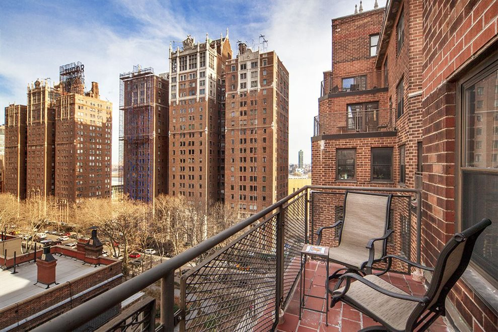 New York City Real Estate | View Tudor City Place | room 4