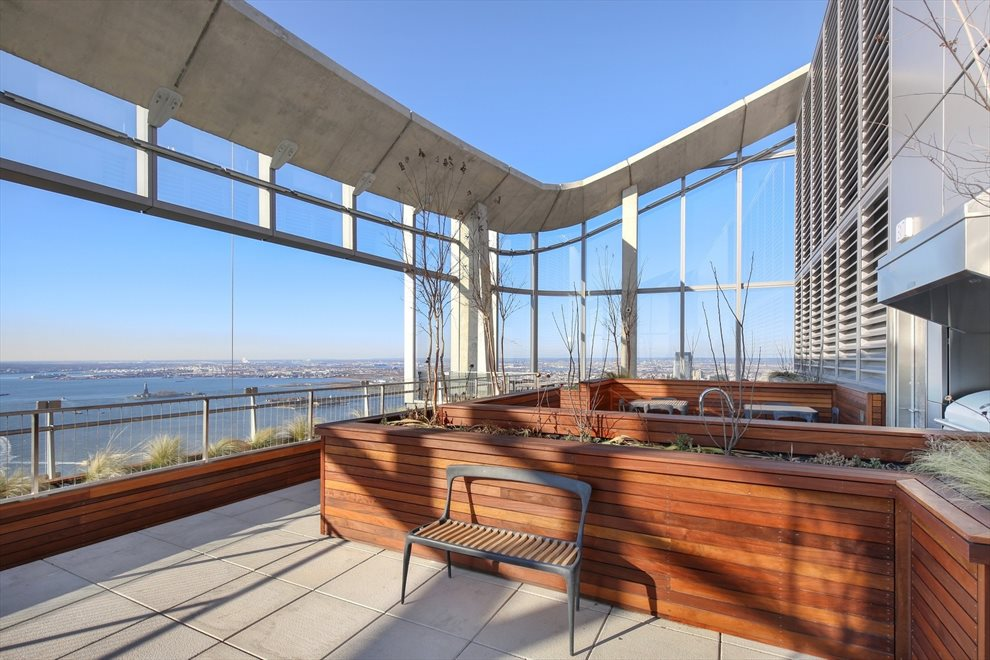 Observatory on 64th Floor w/ Panoramic Views