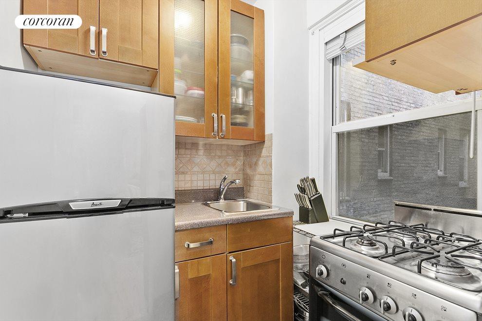 3 Kitchen w/Window