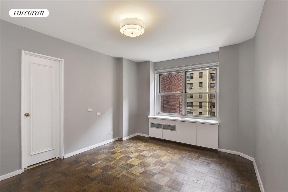 Large 2nd Bedroom with en-suite bath