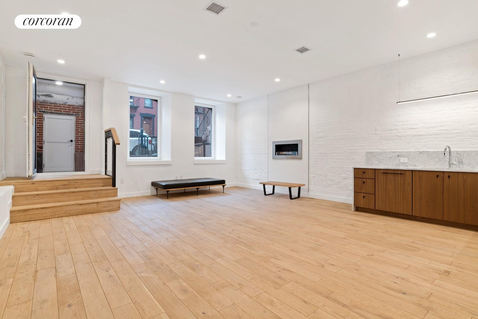 331 South 5th Street, Garden 1, Living Room