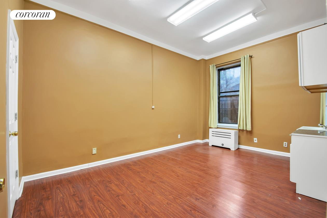 229 West 97th Street, 1D, Spacious Waiting Area