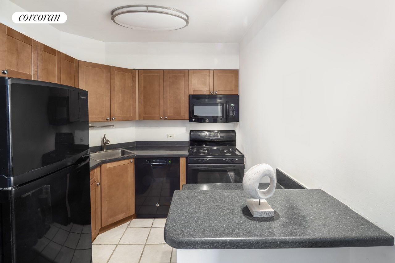311 East 38th Street, 3F, Living Room