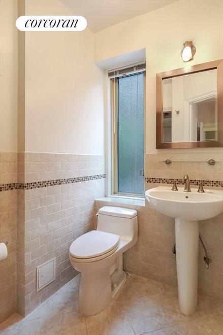 En Suite Full Bathroom