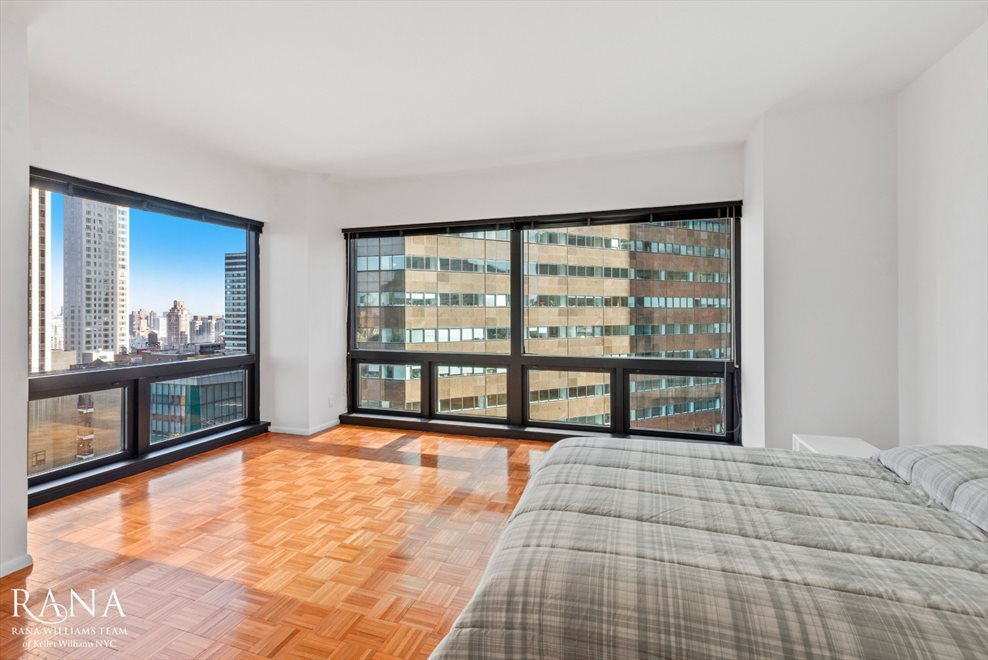 New York City Real Estate | View Fifth Avenue | room 3