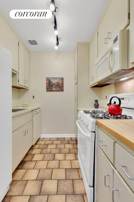 The kitchen boasts lots of counter & cabinet space
