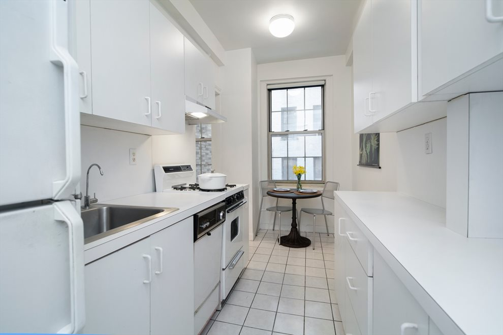 New York City Real Estate | View West End Avenue #2C | room 4