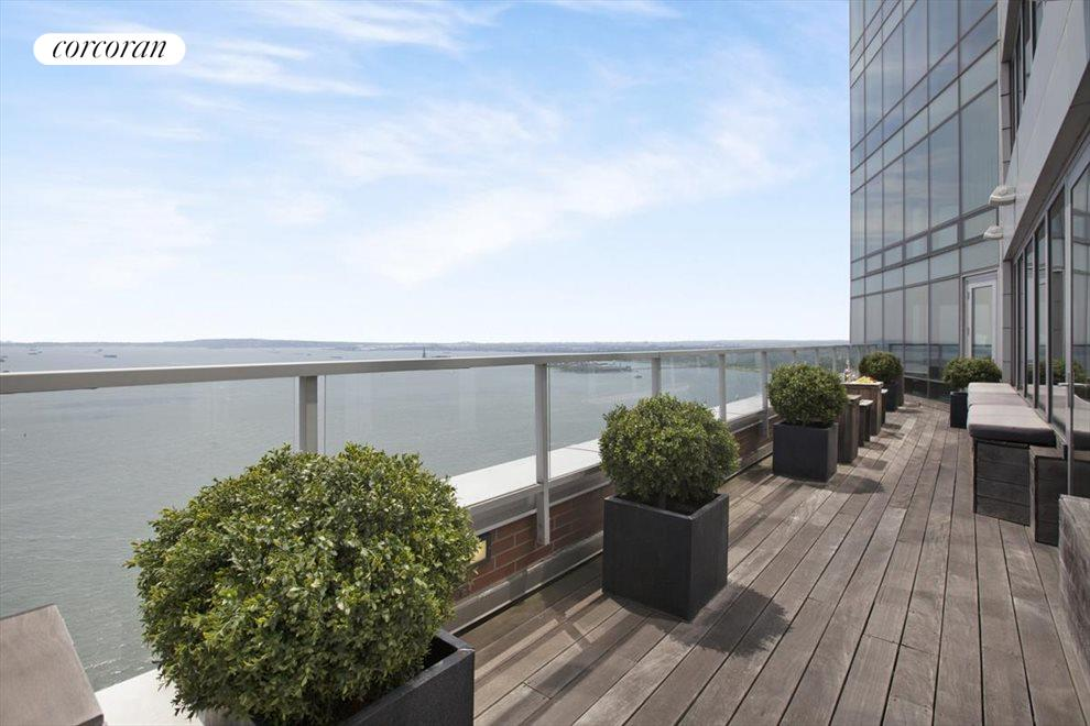 TERRACE WITH UNOBSTRUCTED RIVER VIEWS
