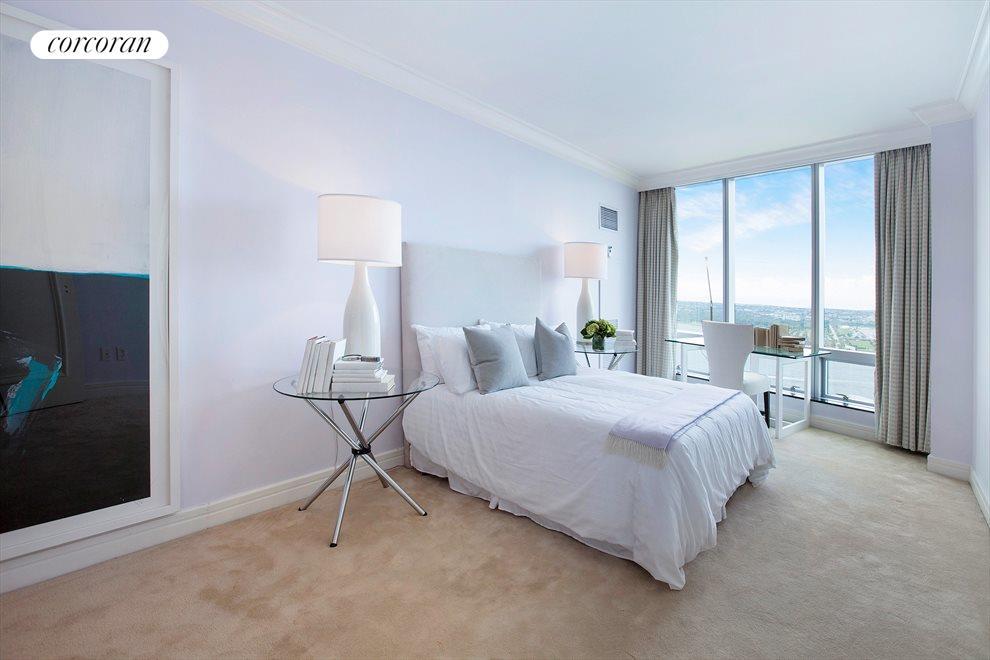 3RD BEDROOM WITH DIRECT SOUTHERN RIVER VIEWS