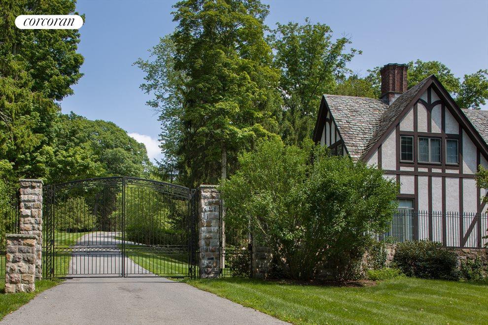 5,000 sq. ft. Gate House