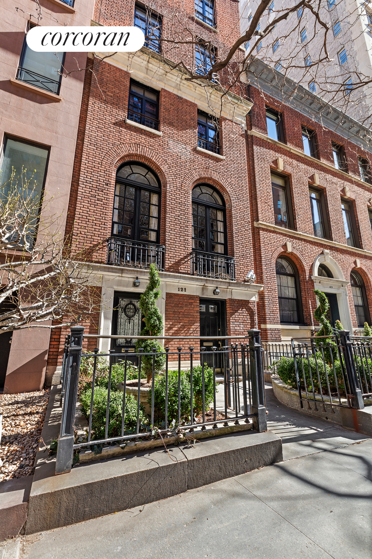 121 East 79th Street, Building Exterior