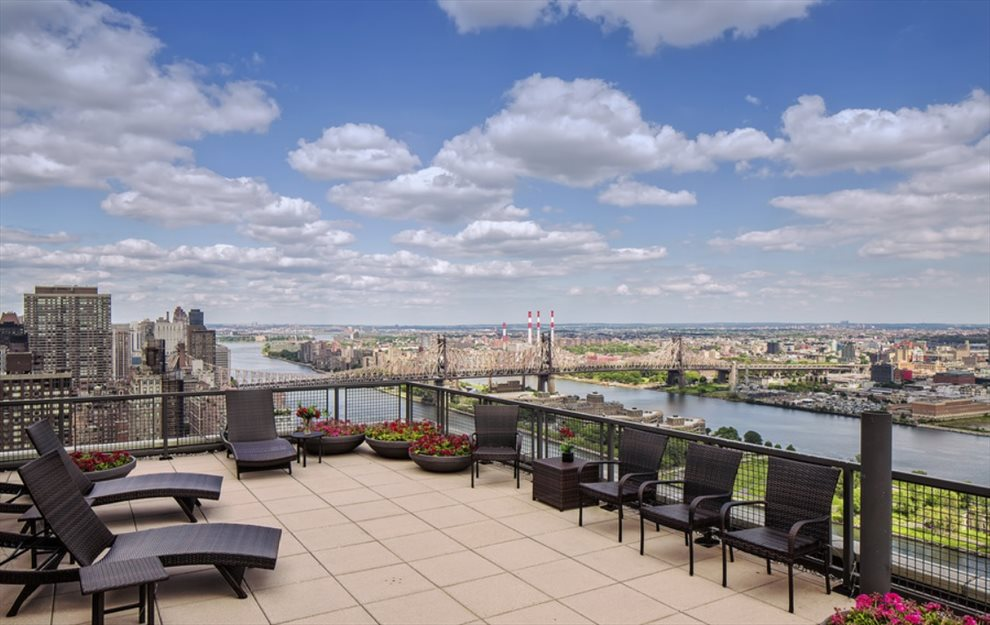 860 West Tower, Inc Apartment Building | View 860 United Nations Plaza | Roof Deck