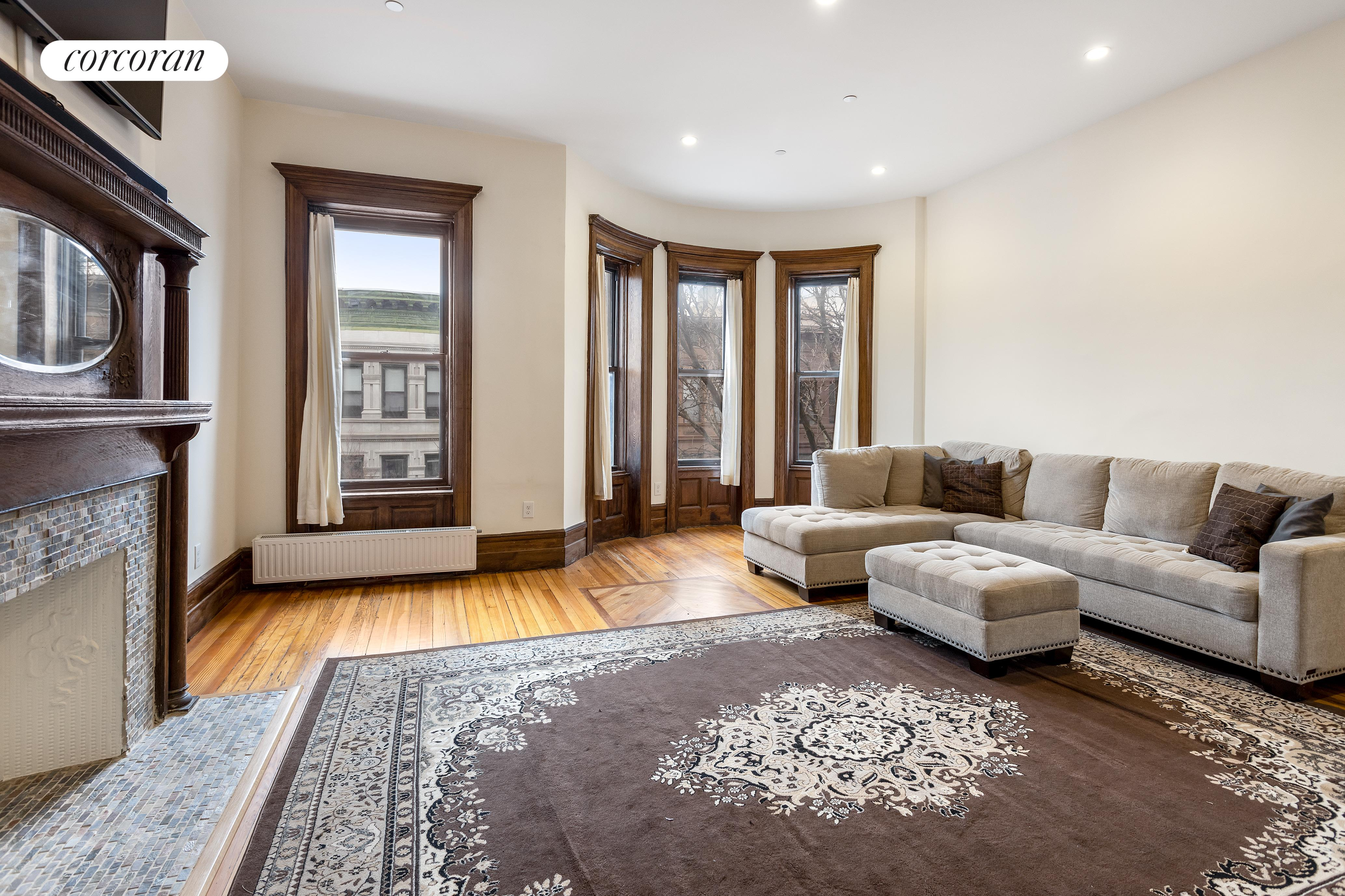 116 West 118th Street, 2, Living Room
