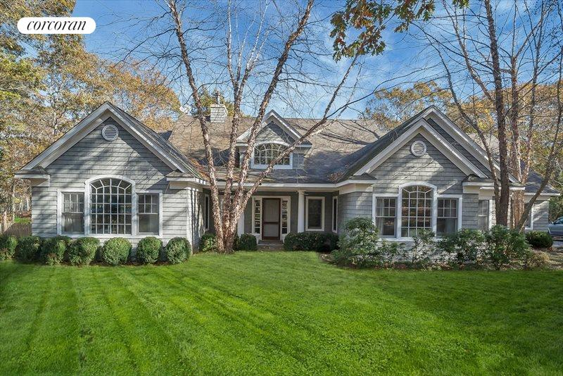 2 Bay Colony Court, East Hampton