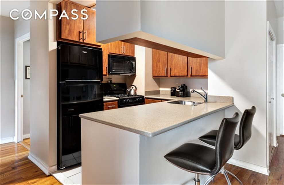 New York City Real Estate | View Eastern Parkway | room 2