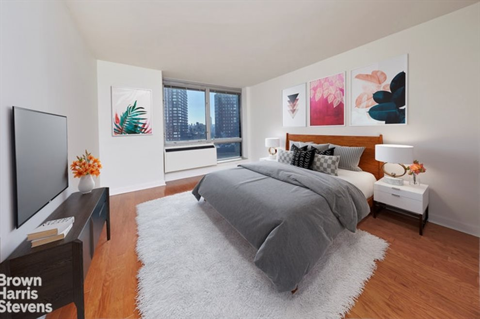 New York City Real Estate | View Broadway | room 4