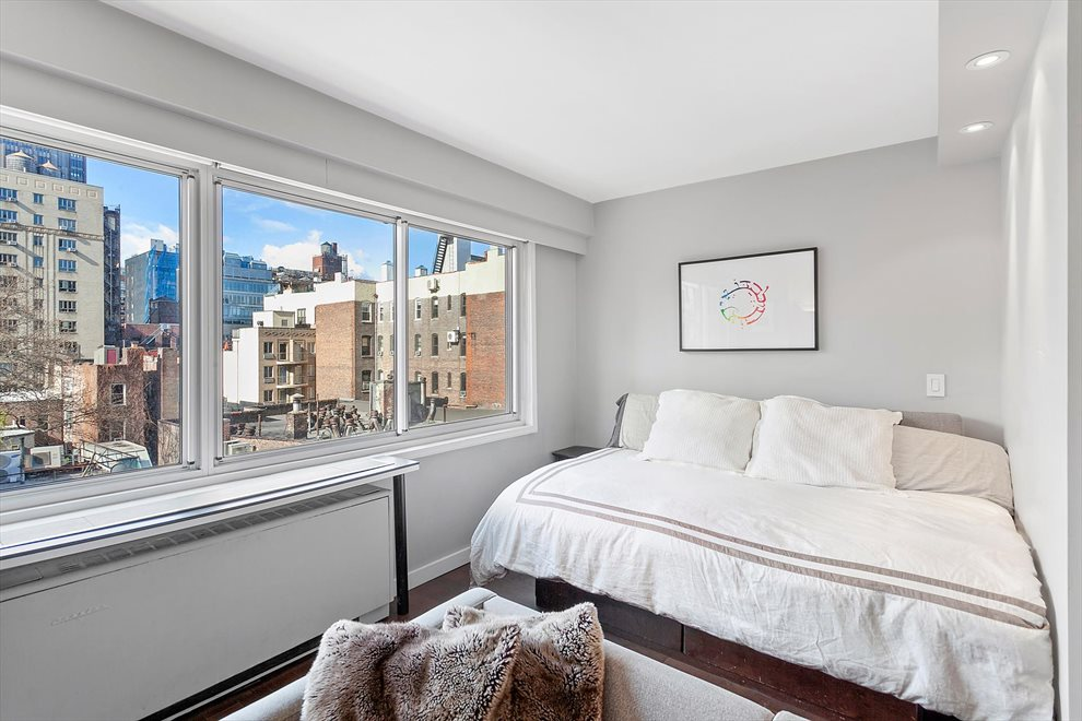 New York City Real Estate | View West 21st Street | room 3