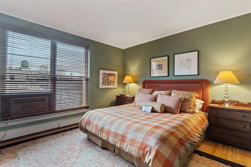 Let the sunshine..Master Bedroom