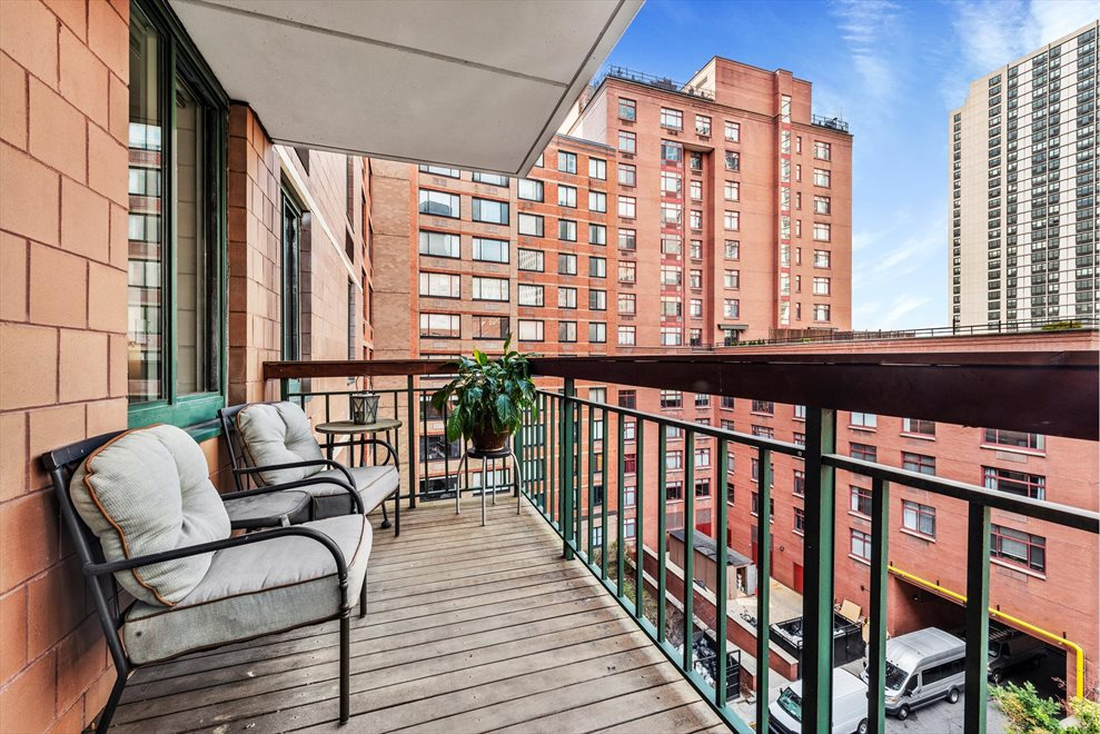 New York City Real Estate | View Rector Place | room 3