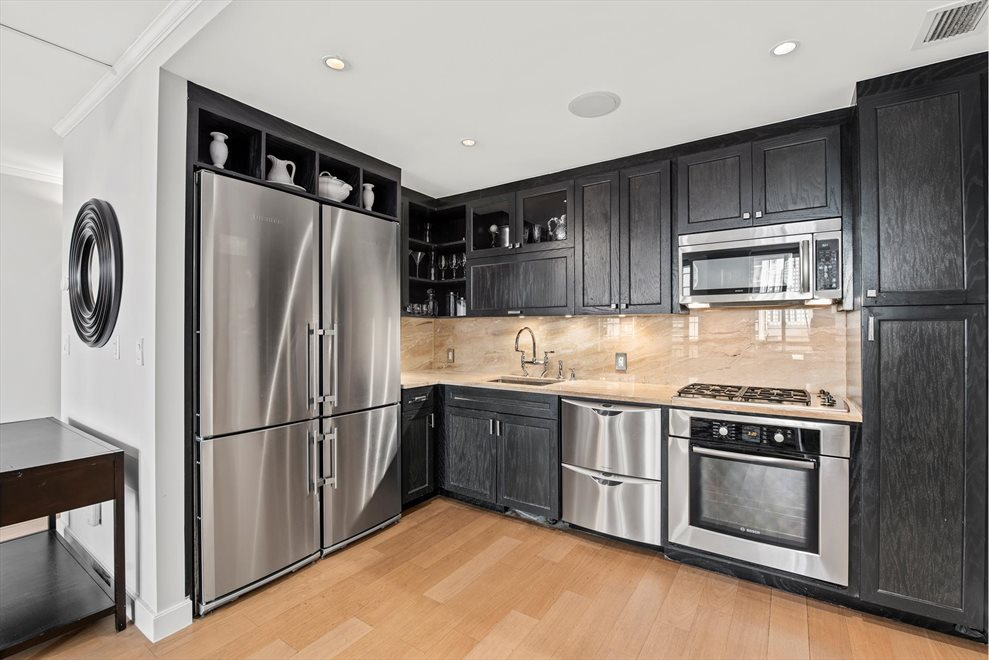 New York City Real Estate | View Rector Place | room 4
