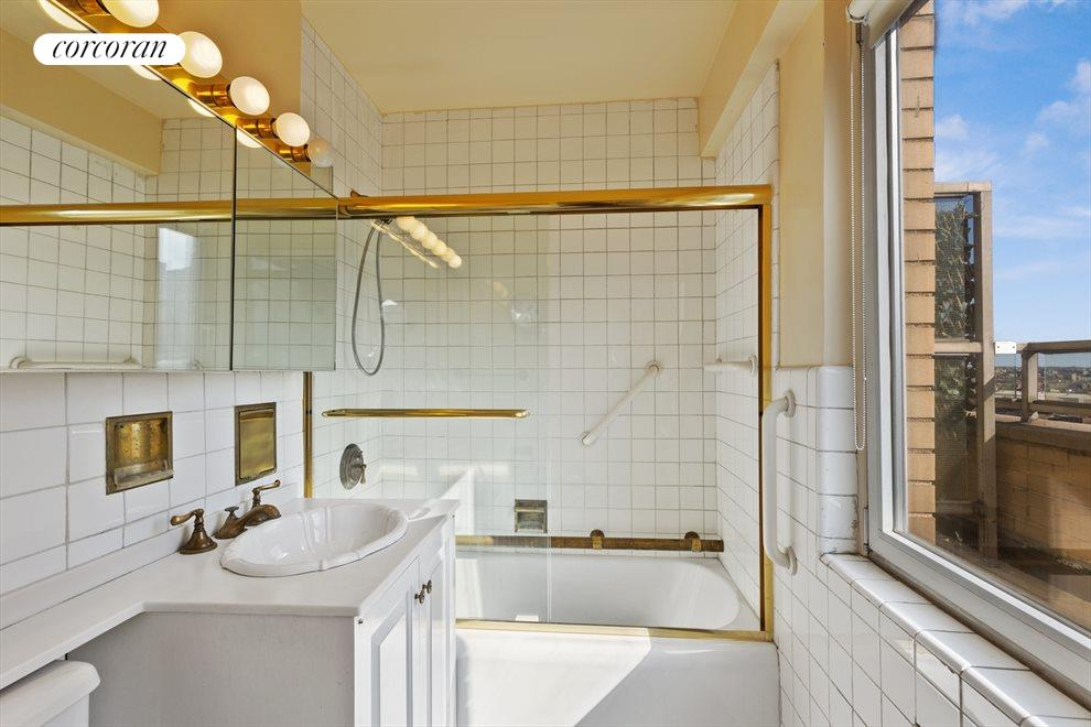 New York City Real Estate | View 180 East End Avenue, #PHG | Bathroom
