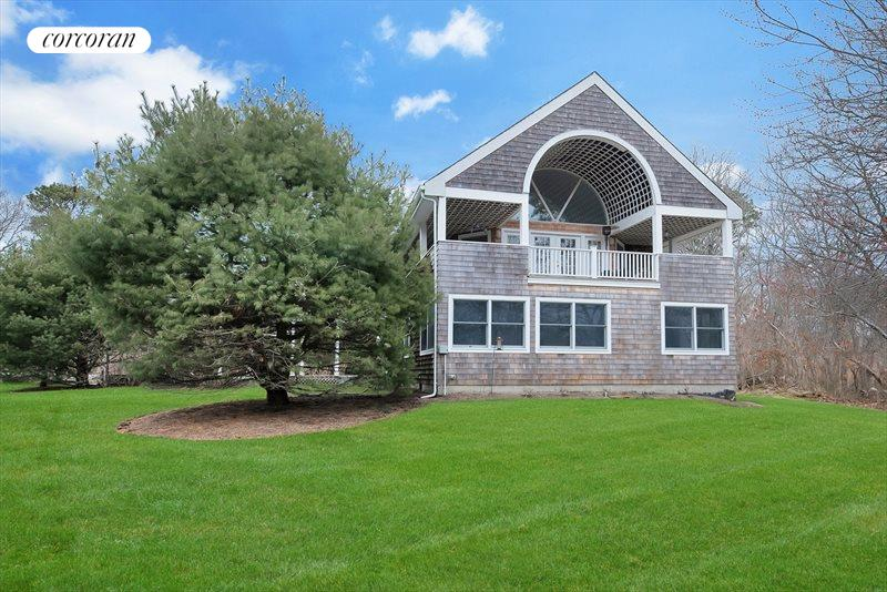 135 Old Meeting House Rd, Westhampton Beach