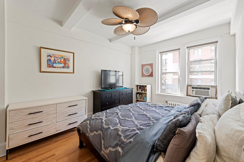 New York City Real Estate | View West 72nd Street | room 4