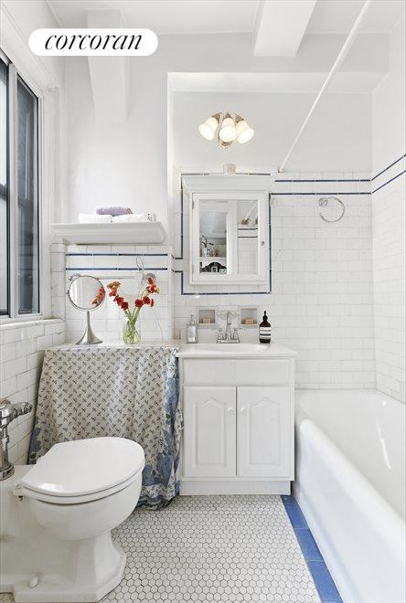 Windowed bathroom w lovely tile details