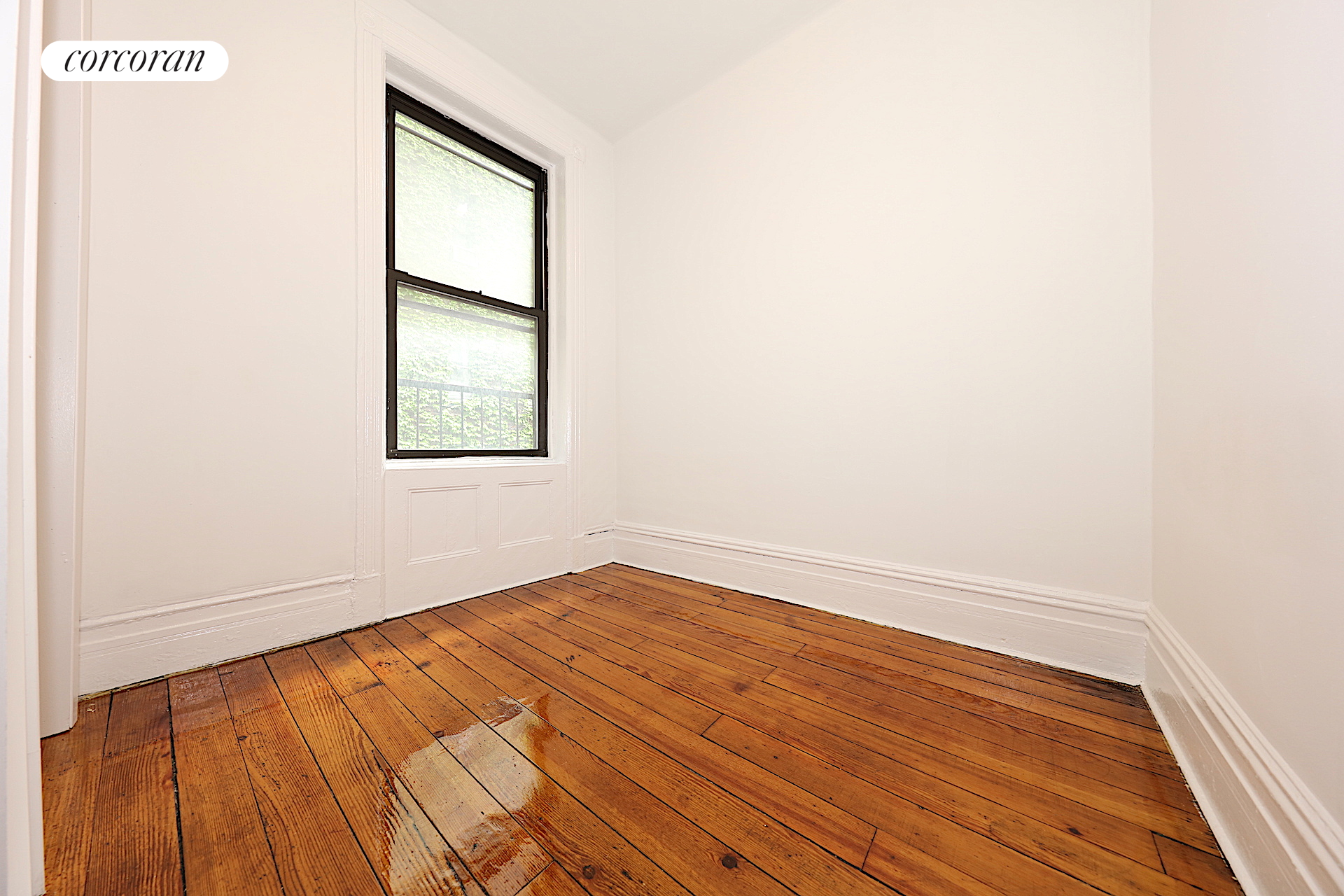 268 West 12th Street, 3R, Living Room