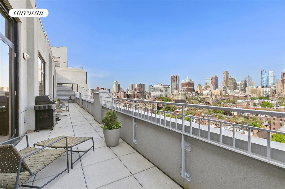 548 s/f Stunning terrace