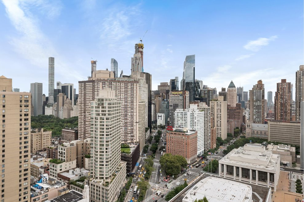 New York City Real Estate | View Broadway | room 6