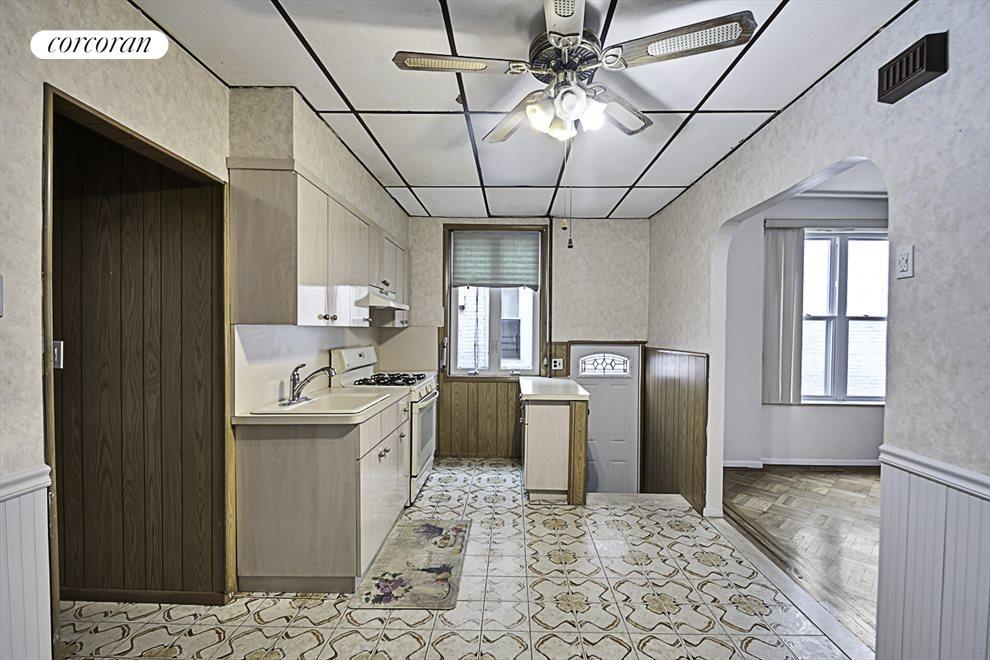 1st fl massive kitchen