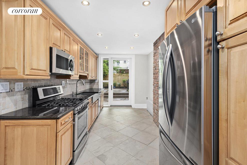 Kitchen with Brand New Appliances Access to Garden