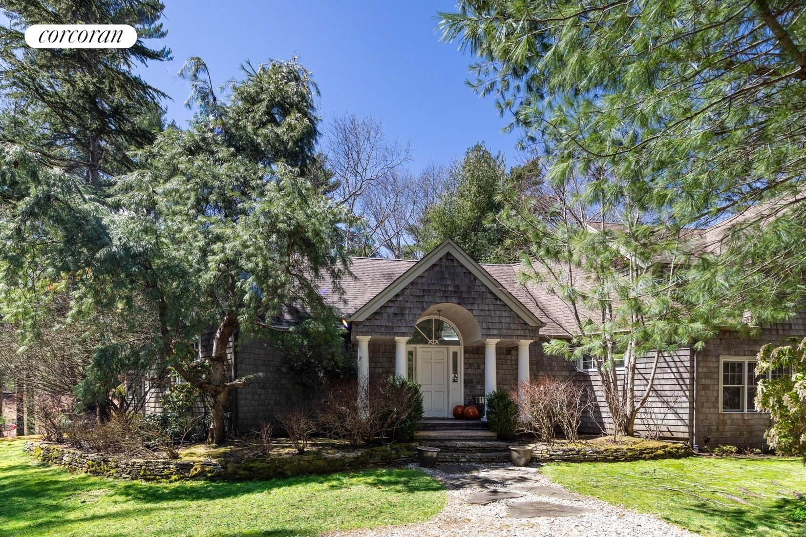 4 Old Pine Dr, double height ceilings _ open floor plan