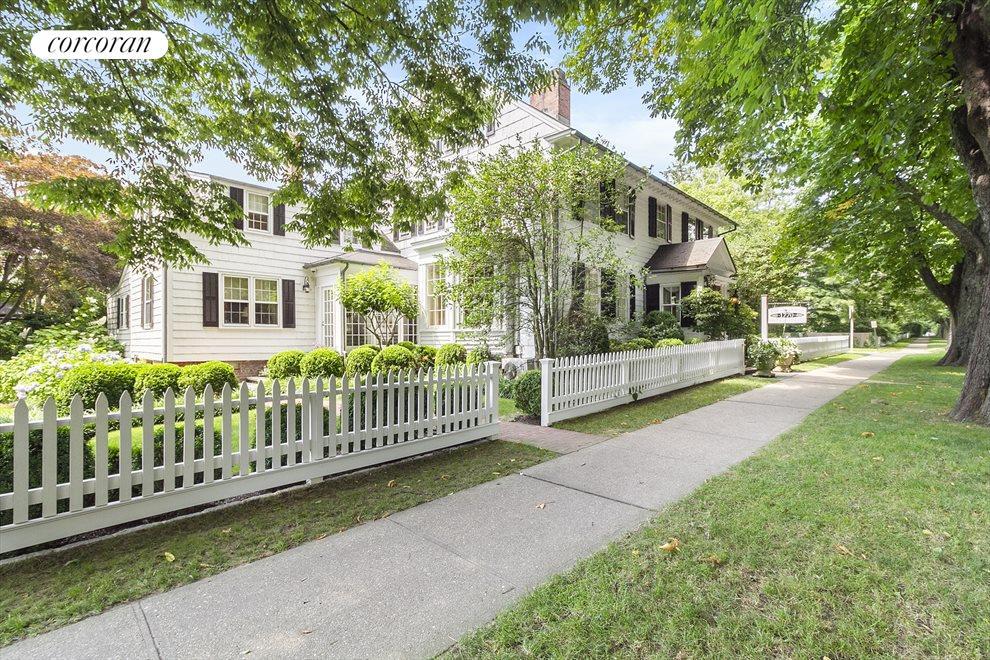 East Hampton's 1770 House  For Dinner