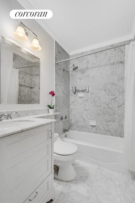 BATHROOM IN WHITE CARRARA MARBLE!