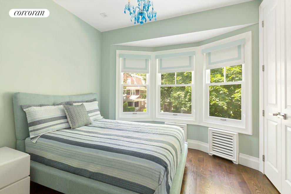 Semicircular triple windows in bedrooms