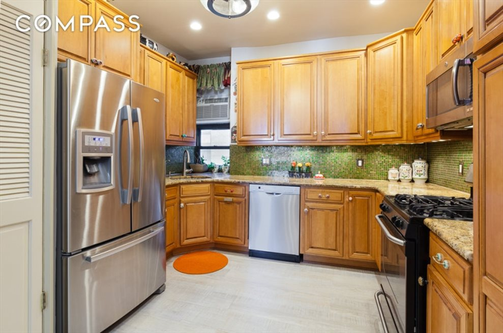 New York City Real Estate | View Eastern Parkway | room 19