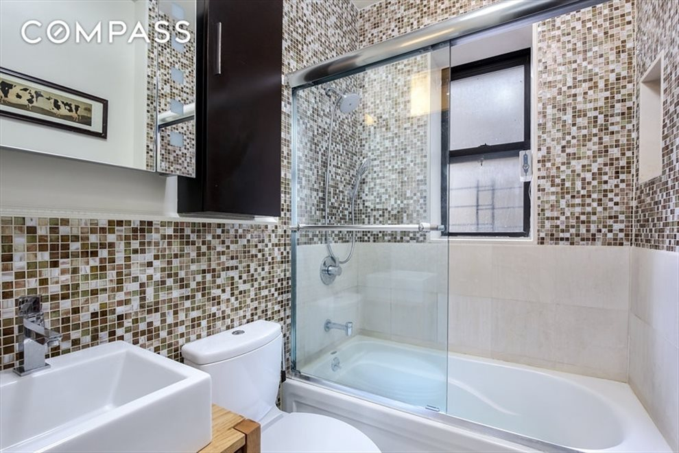 New York City Real Estate | View Eastern Parkway | room 22