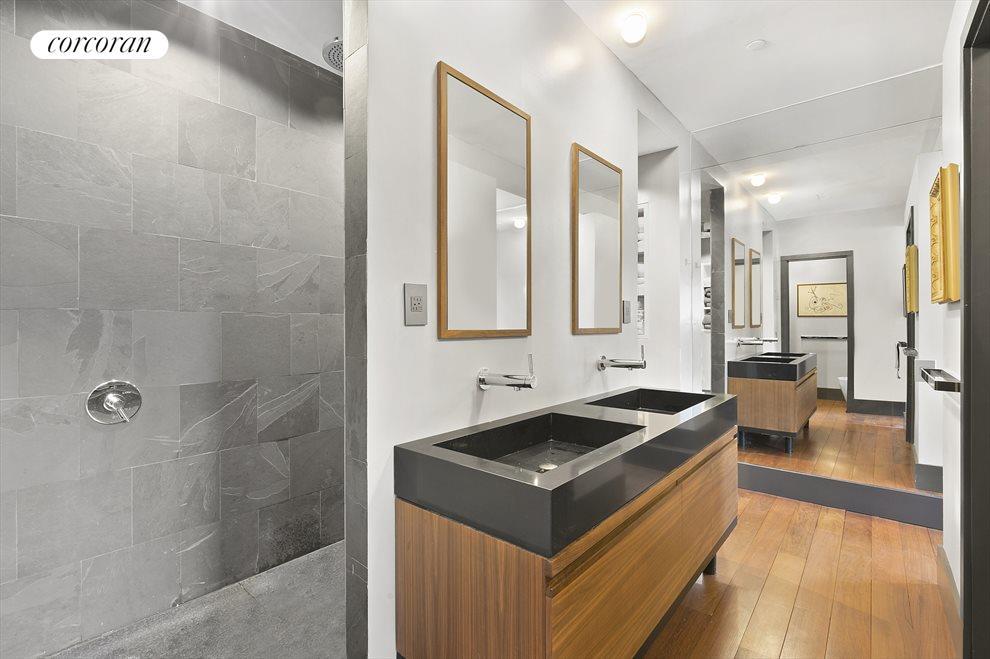 Large Master Bath En-Suite