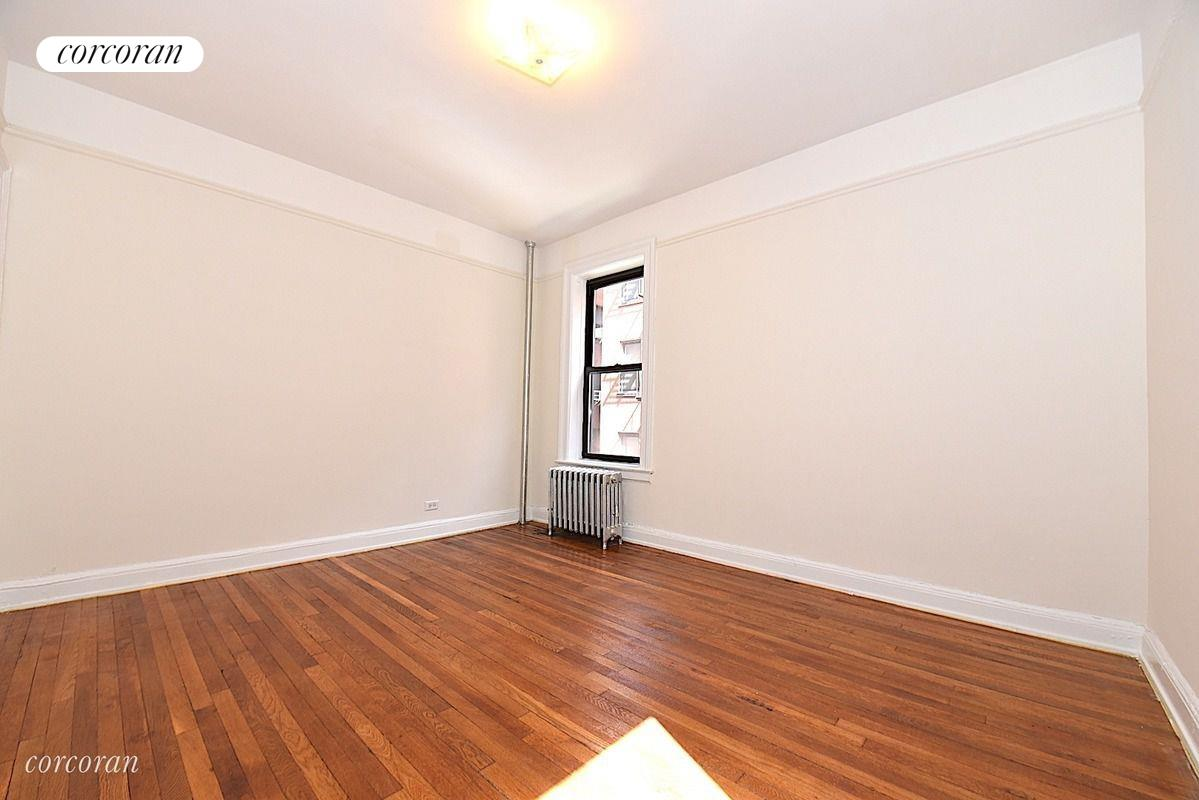 25-41 30th Road, 2B, Living Room