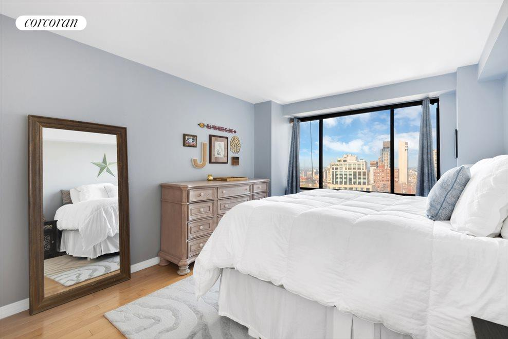LARGE BEDROOM WITH PARK VIEW!