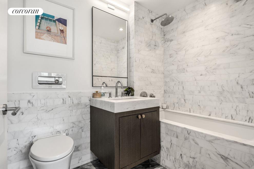 Guest Bath (en-suite)